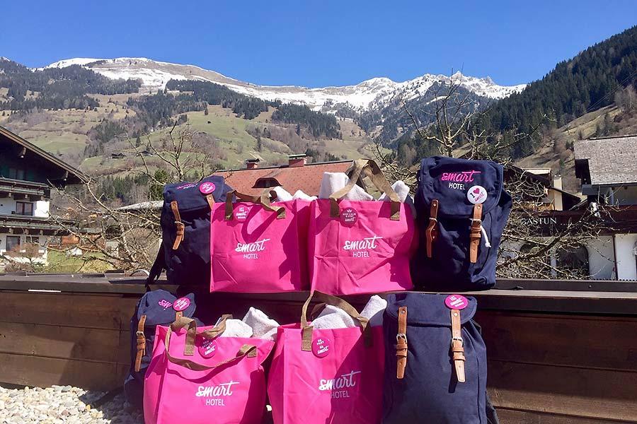 Rucksack und Badetasche sind gepackt