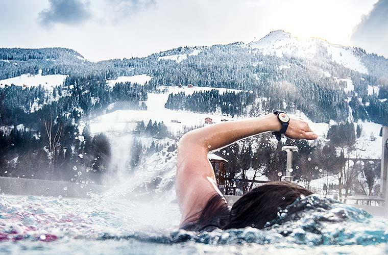 Schwimmen in der Therme